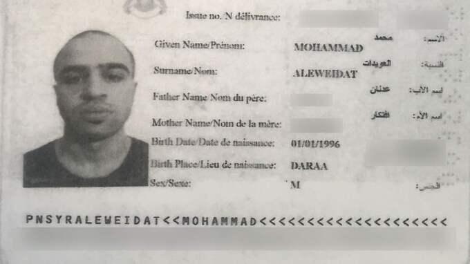 Khaled Shahadeh skadades i strider – har återvänt till Sverige. På bilden syns hans falska pass.