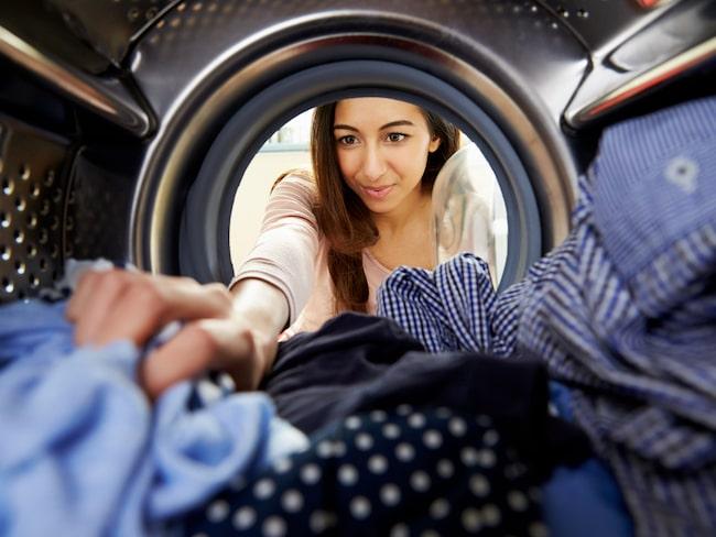 Läkare varnar nu för att smittor lätt sprids via tvättmaskiner – så undviker du att drabbas.