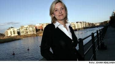 """Louise Asp, 34 år, i Stockholm sparar i aktiefonder. """"Jag tror på sparformen, men det är inte riskfritt."""""""