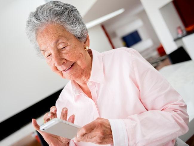 Många äldre efterfrågar en telefon med större knappar, starkare ljus och tydligare användningsfunktioner än dagens  högteknologiska smartphones.