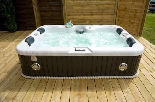 Spabad och tunnor för värmande bad i höst Badkar Expressen Leva& bo