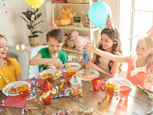 Ballonger kan till exempel fastna i halsen när de är ouppblåsta eller trasiga och innebära en kvävningsrisk.