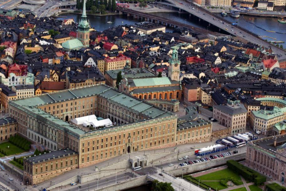 fantastiskt svart avsugning nära Stockholm