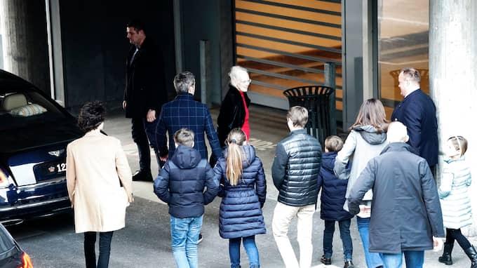 Hela den danska kungafamiljen besökte Henrik på sjukhuset på lördagen. Foto: MARTIN SYLVEST / SCANPIX DANMARK TT NYHETSBYRÅN
