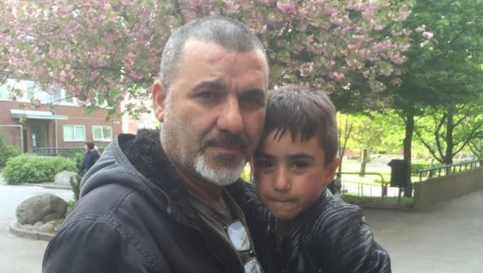 Gilyanos, 6, hittade granaten i skogen. Här tillsammans med sin pappa Basil Yaulia. Foto: Privat