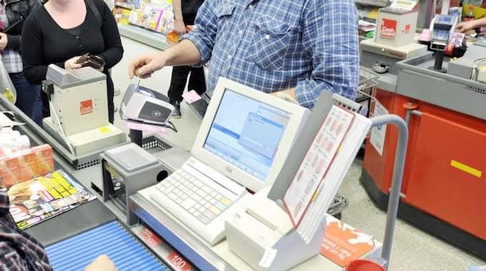 Matbutiker har problem med de nya sedlarna. Foto: Lasse Svensson