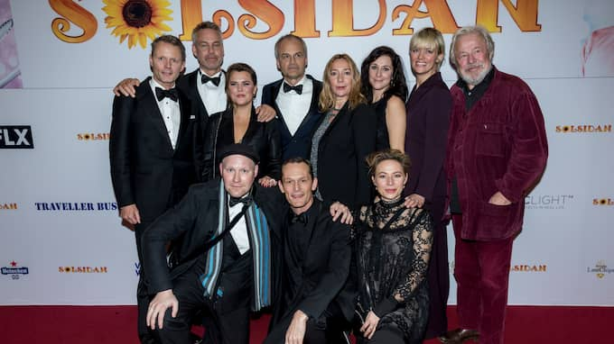 """Gänget från """"Solsidan"""" på premiären av långfilmen """"Solsidan"""" 2017. Foto: ROBERT EKLUND / STELLA PICTURES"""