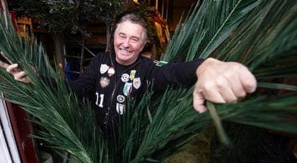 SVAJANDE PALMER SVENSK SUCCÉ. Tommy Nilsson, 56, tillverkar konstgjorda palmträd som nu håller på att bli en exportframgång. Foto: Stefan Lindblom