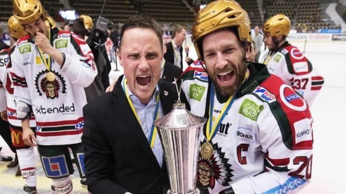 Roger Rönnberg och Joel Lundqvist efter guldet. Foto: Joel Marklund / BILDBYRÅN