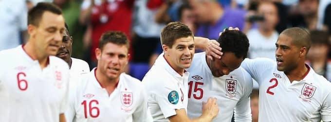 SEGERVISSA ENGELSMÄN. Joleon Lescott firar tillsammans med Glen Johnson, Steven Gerrard, James Milner och John Terry efter målet mot Frankrike. Foto: Scott Heavy