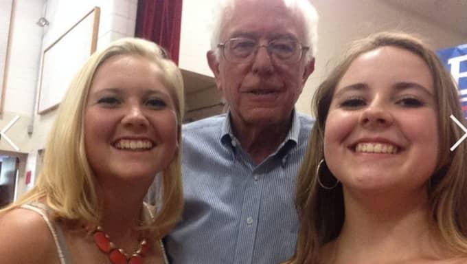 Systrarna har poserat med Bernie Sanders... Foto: Skärmdump från Addy och Emma Nozells Twitter