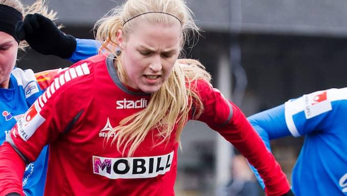 Tuff premiär för Elin Bergqvist och hennes lagkamrater i IFK Kalmar. Foto: DANIEL NILSSON / BILDBYRÅN