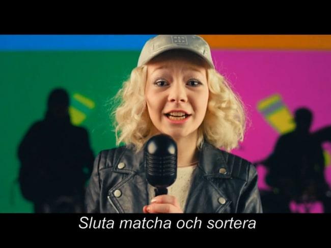 2017 spelade Nathea in en låt och musikvideo för att få ännu fler att rocka sockorna.