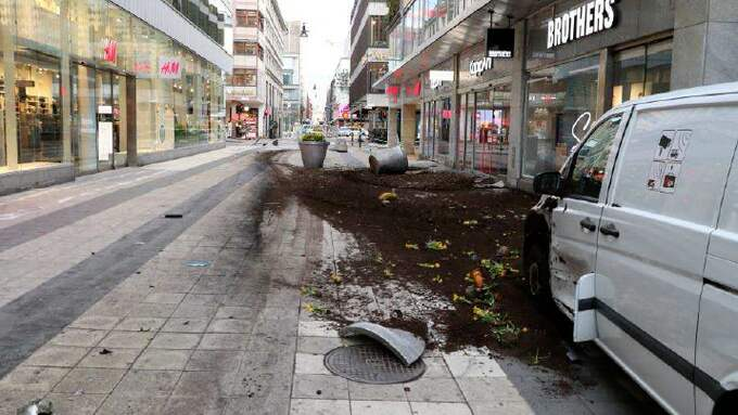Förödelsen på Drottninggatan efter terrordådet. Foto: POLISEN/TT NYHETSBYRÅN