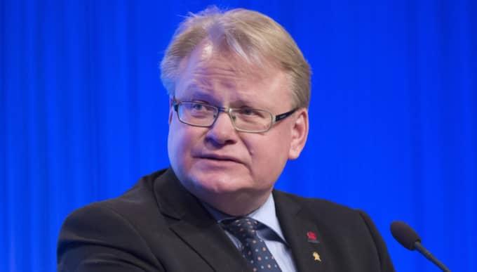 """Nationaliteten på ubåten är okänd men incidenten har rapporterats till försvarsminister Peter Hultqvist (S). Han säger till DN att det finns ett """"förändrat säkerhetsläge med mer aktivitet i Östersjöområdet"""". Foto: Sven Lindwall"""