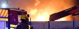 Kraftig brand i lastbilar och flak i Malmö i natt