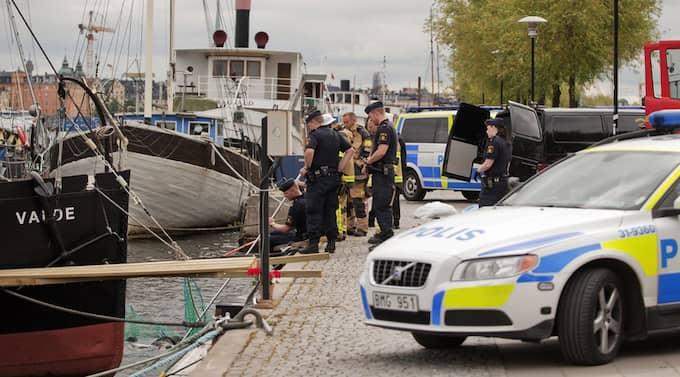 Räddningstjänsten kunde konstatera att kroppen förmodligen legat en längre tid i vattnet. Foto: Christoffer Hjalmarsson