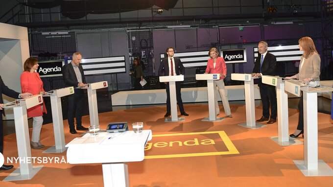Den politiska debatten i Sverige är för ytlig. Politikerna borde utfärda ett löfte om att förkovra sig under semestern, skriver Susanna Birgersson. Foto: MAJA SUSLIN/TT