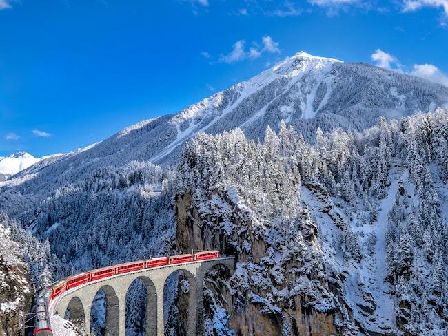 En resa med Glacier Express bjuder på fantastiska vyer över Alperna.
