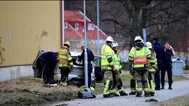 Biljakt slutade i krasch – bilen voltade
