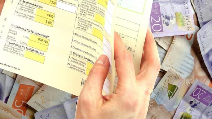 Om du deklarerar via det gamla sättet i form av pappersblanketten så får du vänta ända till augusti innan du får eventuella skatteåterbäringspengar. Foto: IVAN ARVSÄTER / SKATTEVERKET