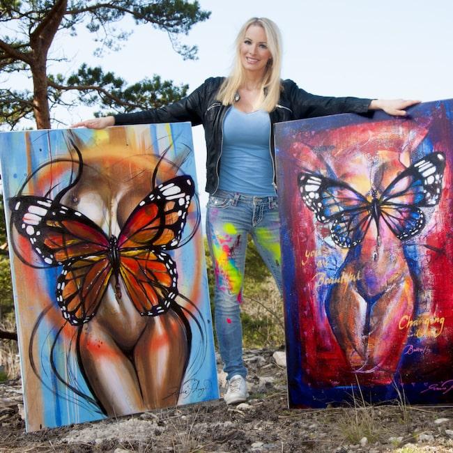 """<span>Unika halvoriginal! """"Flight of fantasty"""" och """"Changing"""" av konstnären Marie Plosjö. Klicka på plussen i bilden för att handla hos LEVA&BO.</span>"""