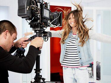 """Den 5 mars kommer Heidi Klums nya klädkollektion att säljas på Lidl. Det är tredje gången Hedi Klum designar en kollektion för Lidl. Denna gång går """"Esmara by Heidi Klum"""" under namnet #Letsdenim."""