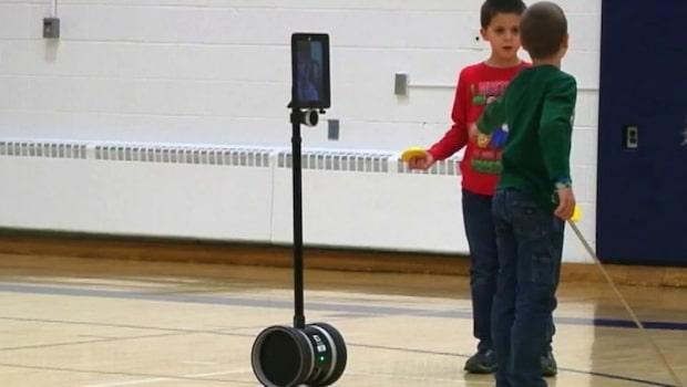 Sjuka Tiernan kan gå i skolan – med hjälp av robot