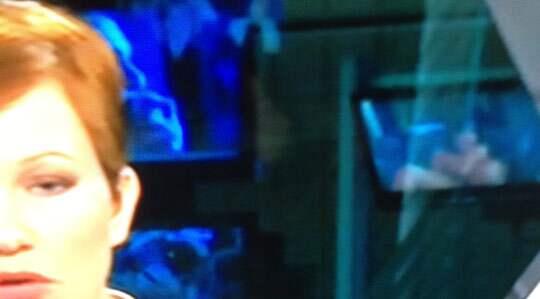 Under TV4 News nyhetssändning visades en porrfilm på en av skärmarna bakom nyhetsuppläsaren.