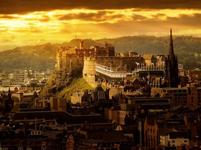 Edinburgh är huvudstaden i Skottland.