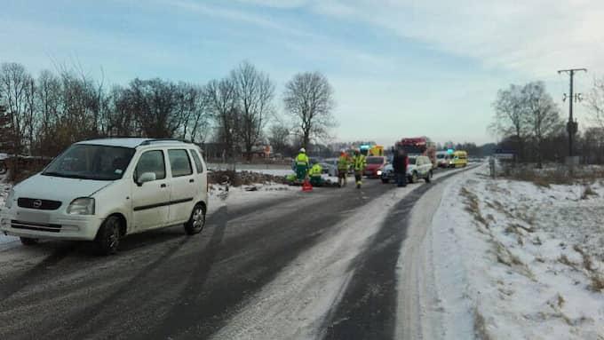 En bil med fyra personer i har voltat av vägen i Falköpings kommun. Foto: Räddningstjänsten
