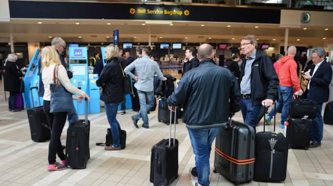 Luftrummet var stängt i stora delar av Sverige. Här resenärer på Arlanda. Foto: Johan Nilsson / Tt