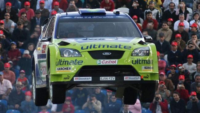 Marcus Grönholm flyger under WRC 2007. På fredag kan du följa honom LIVE online på Expressen när han möter förare som Thomas Rådström, Richard Göransson och Sebastian Eriksson.