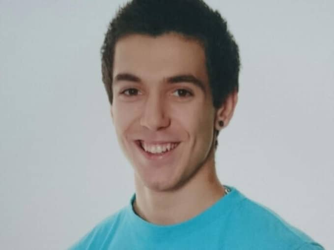 Petar Petrovic, 20, skulle titta på Champions League-slutspelet i fotboll och äta en bit mat med en kompis. Det slutade med att han sköts till döds inne på den lokala krogen vid Vårväderstorget.