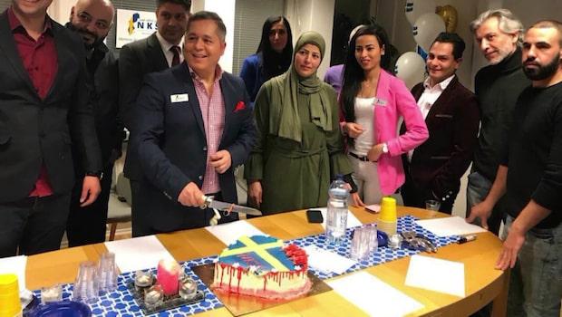 """Partiets """"blodiga"""" tårta sågs som Sverigehat"""