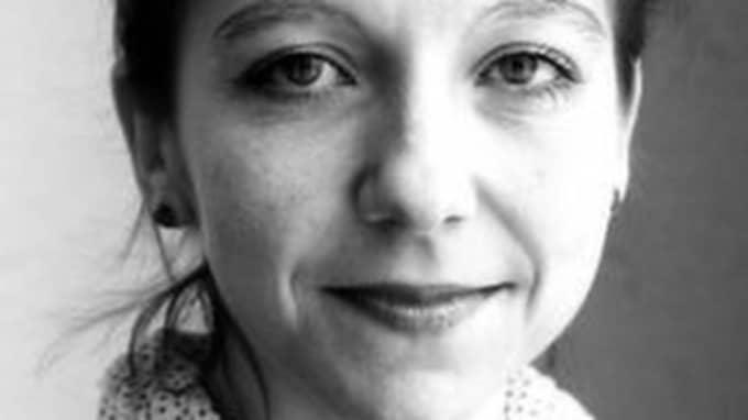Vad ska Malin Axelsson säga nästa gång hon eller Radioteatern får kritik av det slaget?, skriver Johannes Forssberg.