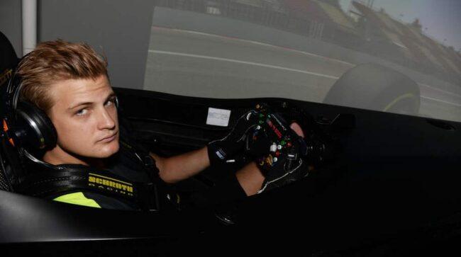 Här skapas en F1-stjärna. Caterhams Marcus Ericsson kör i simulatorn.