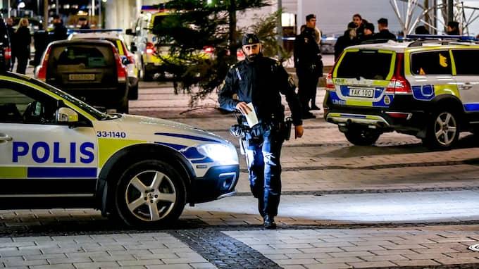 I måndags sköts en man i 25-årsåldern till döds när han satt och åt på en pizzeria i Rinkeby. Foto: ALEX LJUNGDAHL