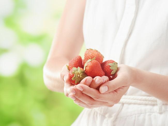 Du behöver inte köpa dyra jordgubbsplantor för att odla bären hemma.