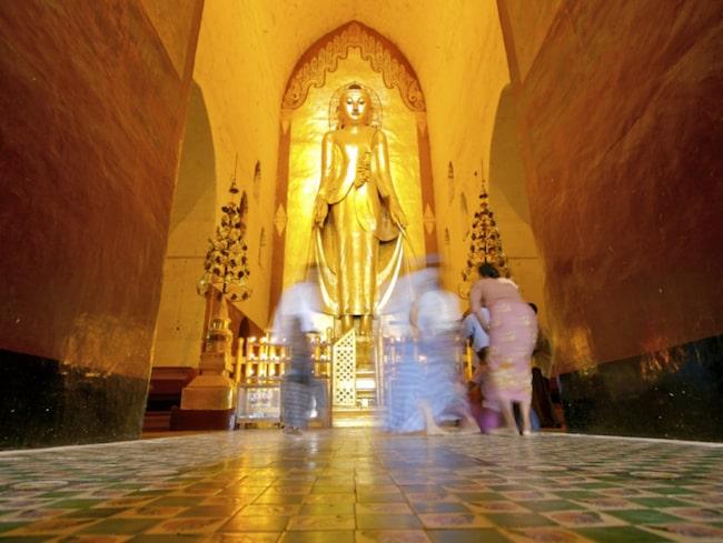 <span>I Ananda Temple står fyra gyllene Buddhor i trä, var och en med ansiktet mot de fyra olika väderstrecken.</span>