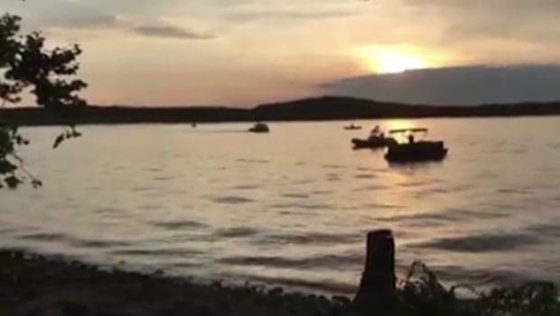 Minst åtta döda när turistbåt kapsejsade i USA