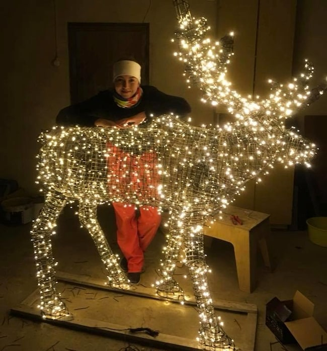 Det blev några kvällar hemma i garaget. Men slutresultatet blev också något utöver det vanliga. Spana in Linneas magiska julren!