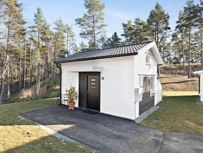Det här lillla huset är ett av de absolut minsta på Hemnet. Bara fritidshus är mindre.