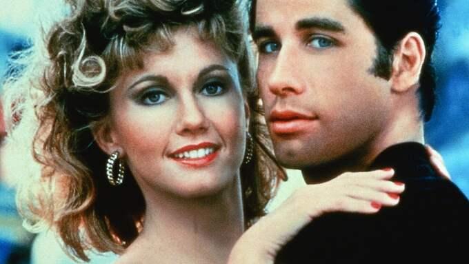 """Olivia Newton-John i en av sina mest kända roller som Sandy i filmen """"Grease"""" där hon spelade mot John Travolta. Foto: / FILMBOLAG"""