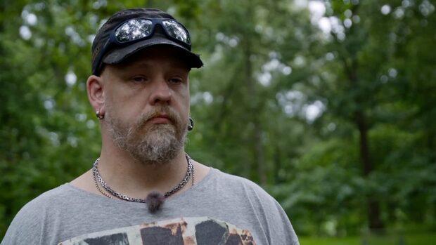 Alexander, 38, har skulder på en kvarts miljon
