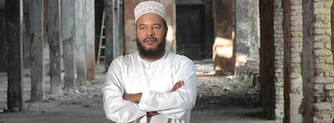 Imamen Bilal Philips ska föreläsa om islamofobi i Kortedala Forum. Många är kritiska till hans åsikter och upprörda över arrangemanget, bland andra riksdagsledamoten Nalin Pekgul.
