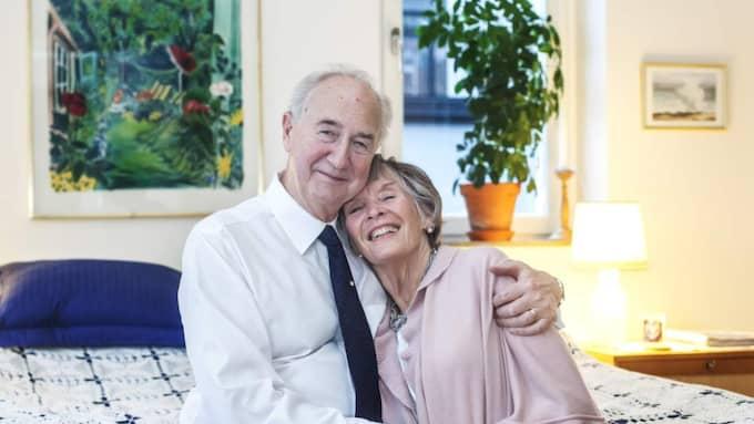 """""""Det sa bara klick!"""" säger Staffan och Ulla som träffades via en kontaktannons som Staffan såg på nätet. Sedan gick det fort. Det var kärlek vid första meningsutbytet. Foto: Michaela Hasanovic"""