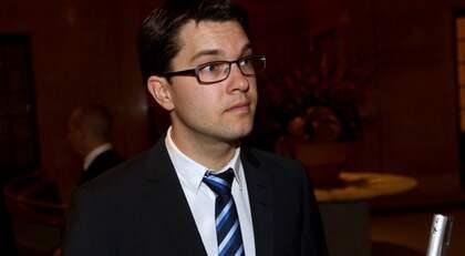FÅR KOMMA. Sverigedemokraternas partiledare Jimmie Åkesson blir inte bjuden på Nobelfesten på grund av sina åsikter däremot är han välkommen till kungens riksdagssupé på Slottet. Där vill han passa på att be om ursäkt för SD:s uppträdande vid riksdagens öppnande. Foto: Sven Lindwall