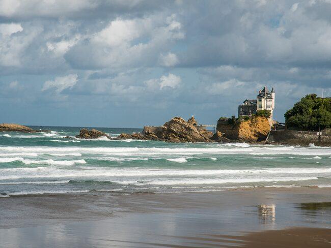 Biarritz bjuder på vacker natur och härliga stränder.