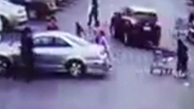 Familjen flyr när kvinnan i bilen får raseriutbrott